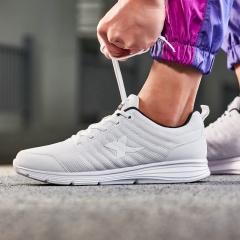特步男鞋情侣款运动鞋综训鞋款柔软舒适轻便男鞋跑步健身跑步鞋881119529083 白色 44码
