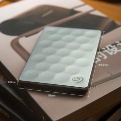 希捷(Seagate) 1TB USB3.0 移动硬盘 睿致 免费数据救援 9.6mm轻薄便携 高速传输 金属面板 圆点设计 银色