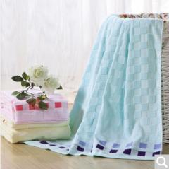 迎馨 床品家纺 纯棉提花毛巾被多功能透气毯子 145*190cm 天蓝色  货号100.ZD611 纯棉毛巾被  米黄色